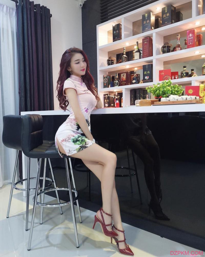 麻辣整形师莫小敏 前凸后翘性感身材迷人