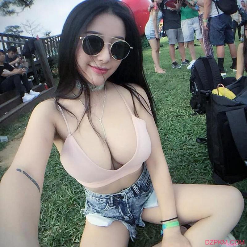 香港正妹黄芷嫣Vanessa Wong 逆天完美身材令人宅男想入非非