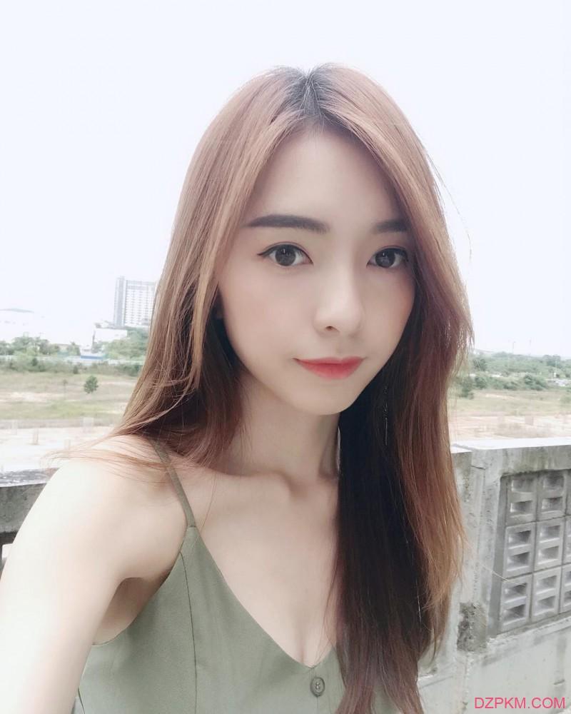 性感辣妹郑意文Stephy 比基尼秀深沟解禁巨乳