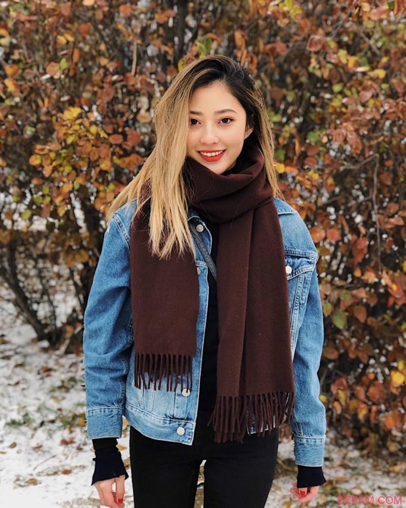 旅游美女Selina晒旅游照 笑容甜美气质迷人