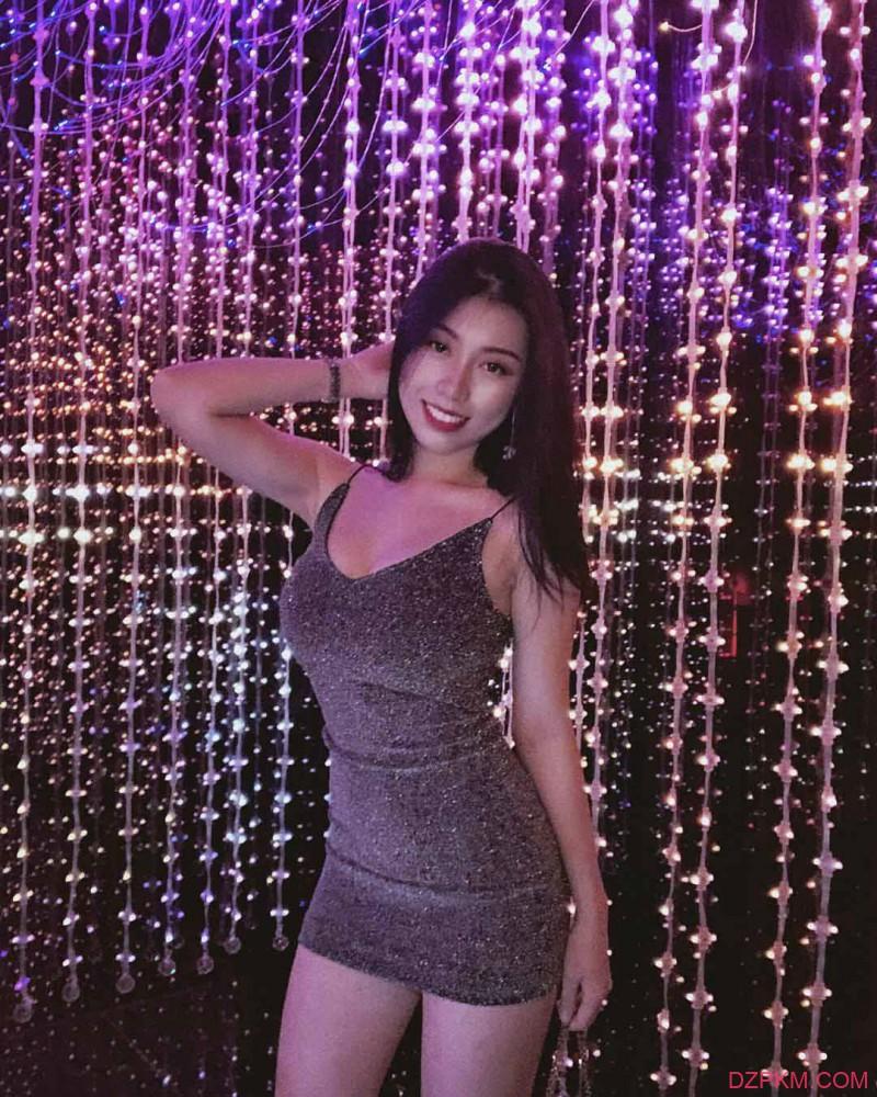爆乳美女Wenxian 三点式比基尼秀凹凸有致火辣身材