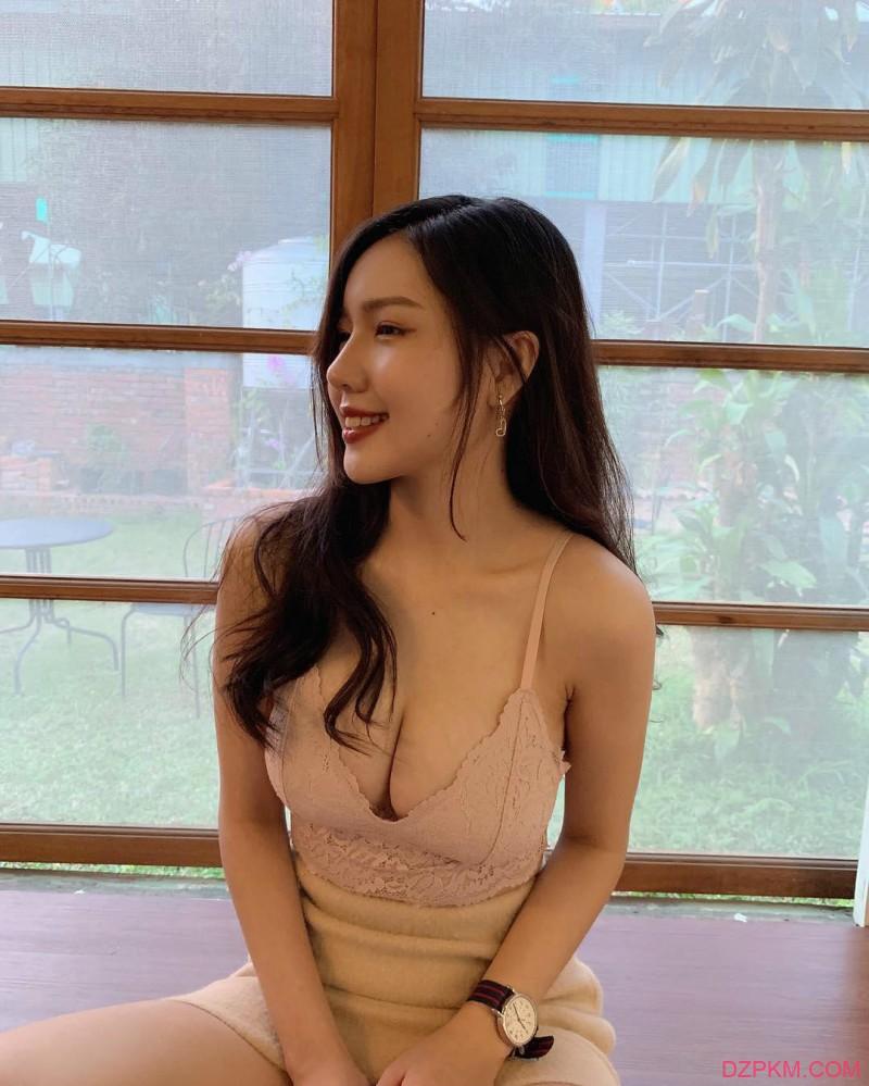 台湾巨乳内衣美女心缘结衣 蕾丝内衣秀性感身材辣翻网友