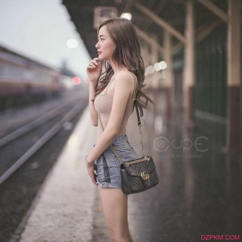 清新美女Nichakarn 泰妹拍写真秒变胸器妹