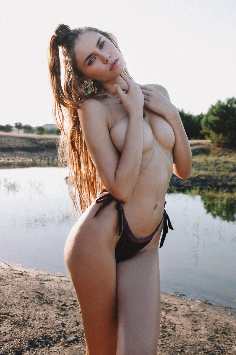 立陶宛正妹秀超辣身材 半裸上身惊艳万分