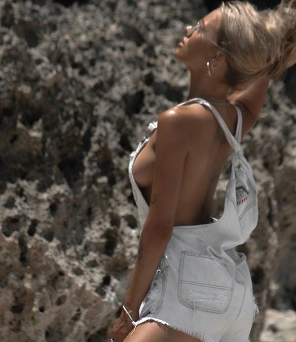 美女大胆写真裸体巨胸 性感欧美美女露点写真令人兴奋吃手