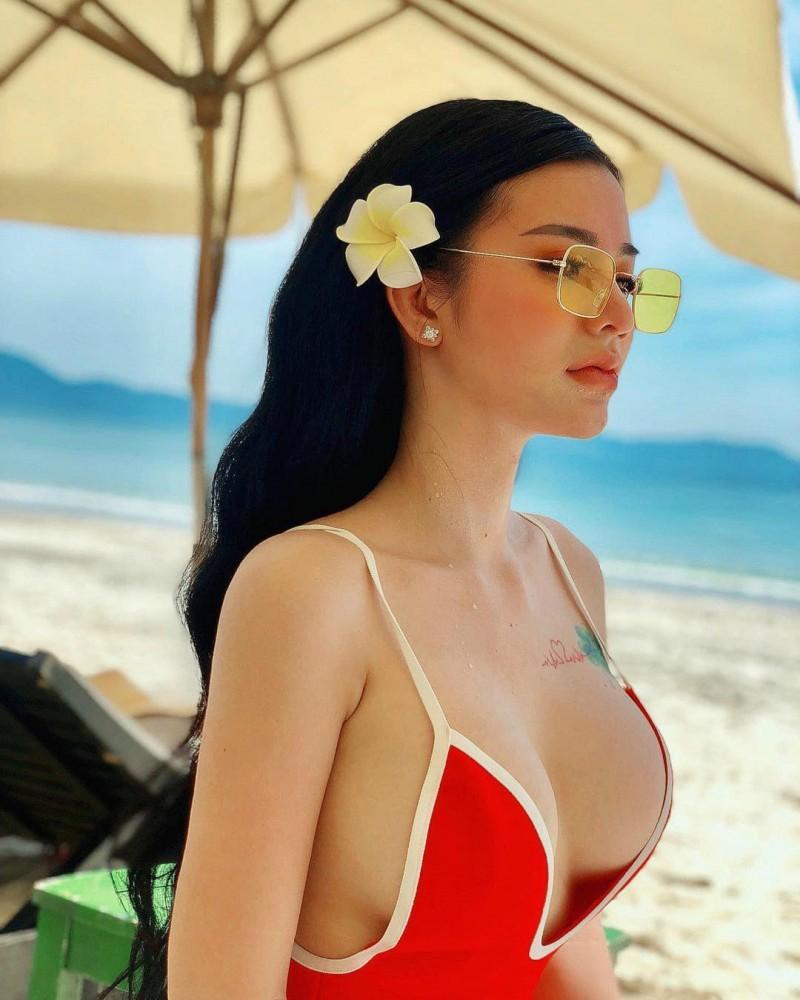 越南辣妹Trương Minh Chau 美女性感肉臀诱人