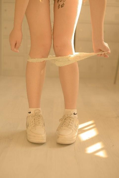 美少女肉便器写真《新蔻》系列 大尺度湿身图被网友疯传!