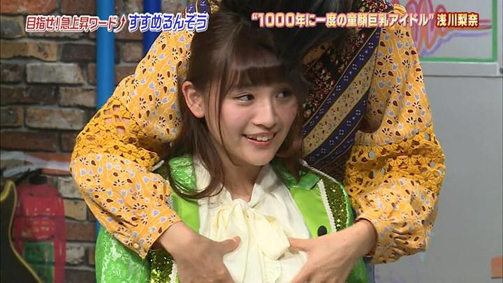 童颜巨乳浅川梨奈电视上被公然揉乳说手感似草莓大福