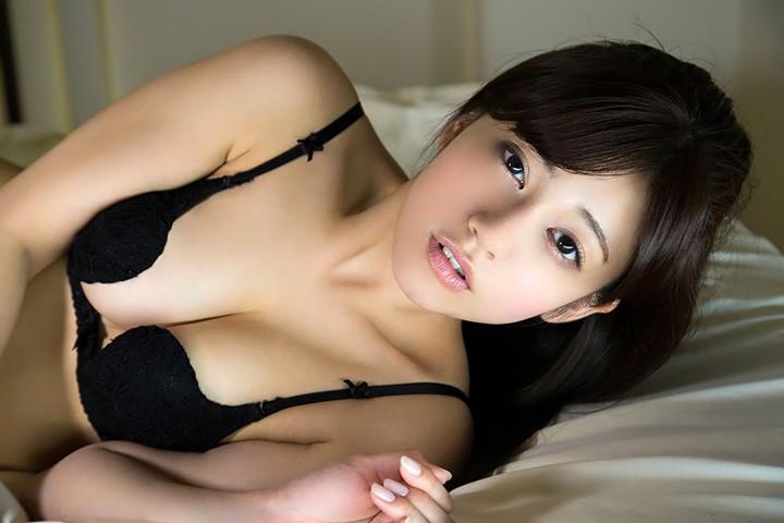 大泽玲美以大眼睛甜美笑容模特儿性感身段活跃