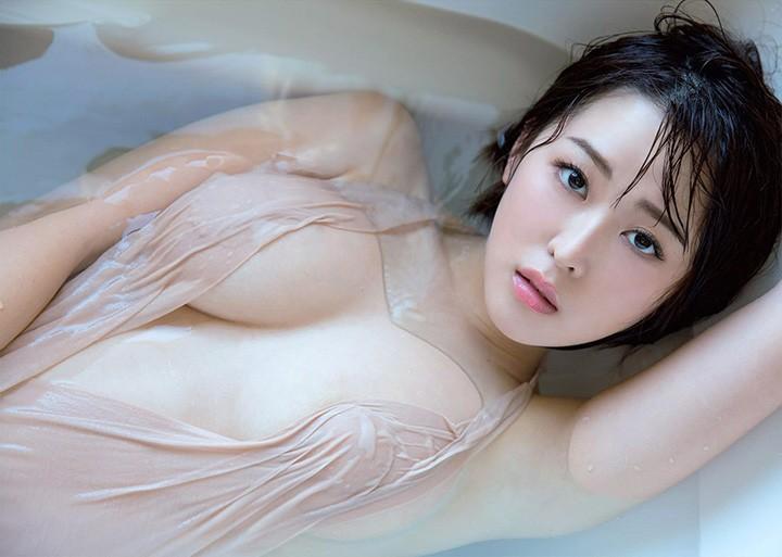 21岁女大学生忍野さら以成熟火辣G奶震撼写真界