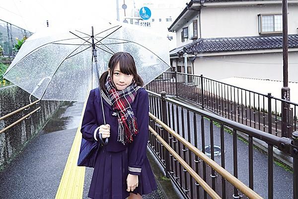 16岁偶像京佳无知样子配合成熟身段令人充满幻想
