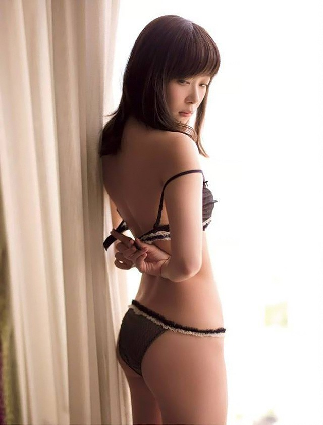 指原莉乃为总选卫冕半裸上阵 曲线尽显极限诱惑