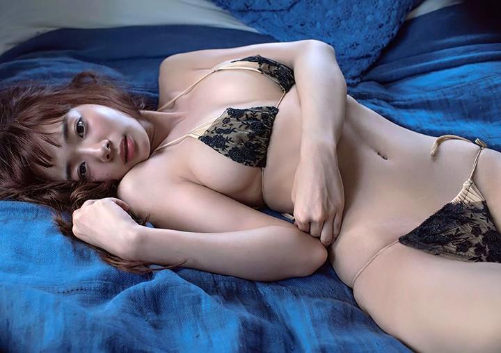 中日混血模特儿雀士冈田纱佳 大秀D奶身材及超绝长腿诱惑