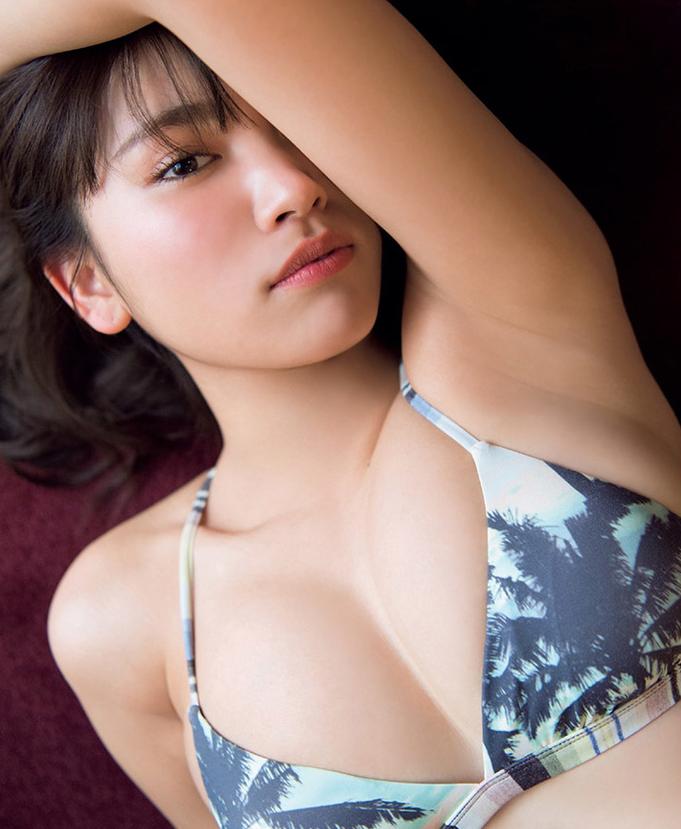 久松郁实最新写真集 罩杯升级令人大饱眼福