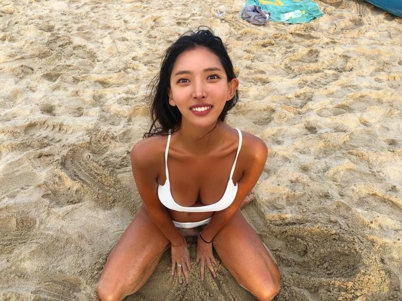韩国性感正妹Jolie 沙滩比基尼照秀古铜色皮肤超诱惑