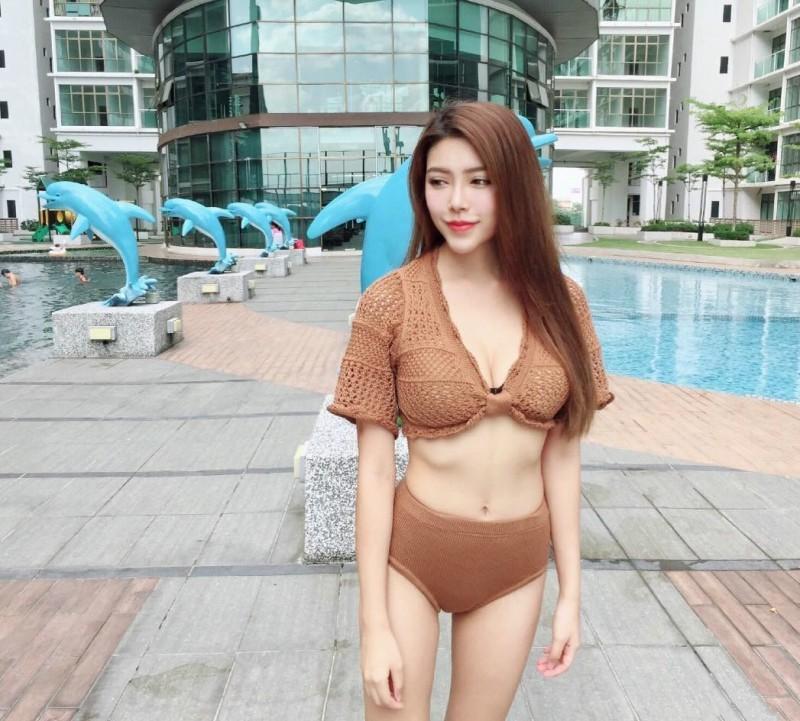 性感辣妹Hannah Yap 泳池比基尼自拍湿身诱惑