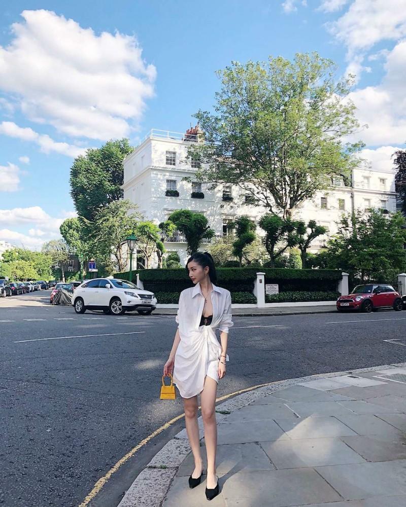 时尚达人正妹Mrs Huang 前卫露乳装好通风
