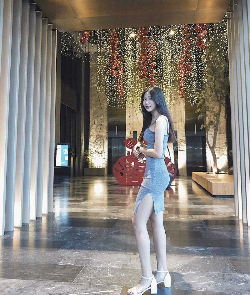 台湾青春美少女妙妙 小清新正妹盘腿坐神秘三角地带若隐若现