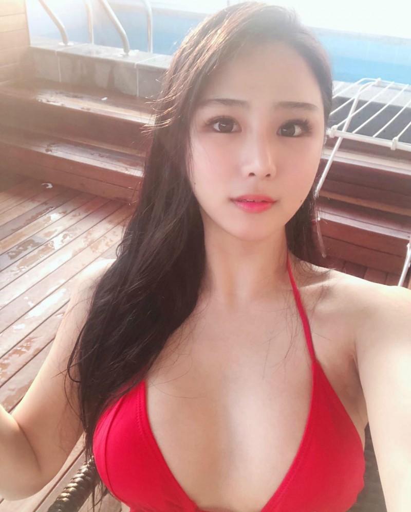 韩国美女健身正妹 紧身牛仔裤性感翘臀超养眼