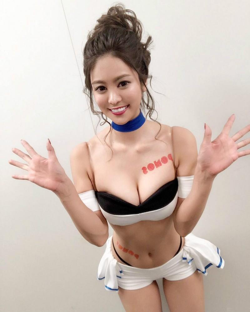 日本性感美女Oyanagi Mayu 比基尼包不住极品巨乳