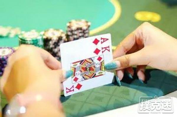 在玩德州扑克牌过程中如何推测对方的手牌?