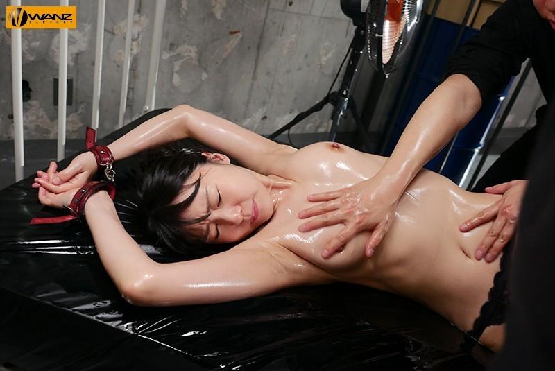 WANZ-952:女搜查官つぼみ蕾用自己的身体寻找媚药油的证据