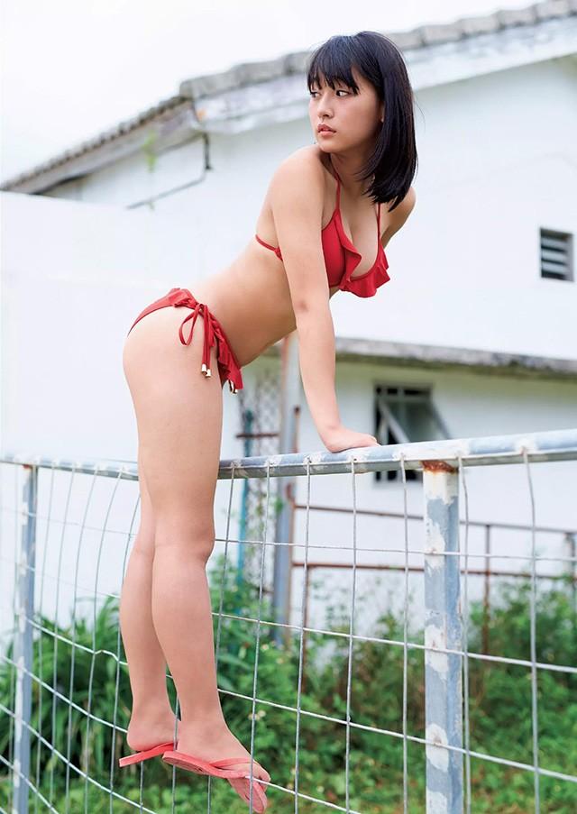 「千年一遇童颜巨乳」浅川梨奈16岁冲绳F奶解放