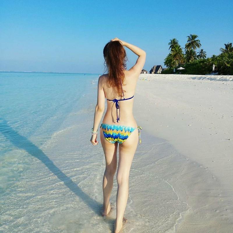 正妹人妻im33大解放 沙滩上脱掉性感比基尼辣翻网友