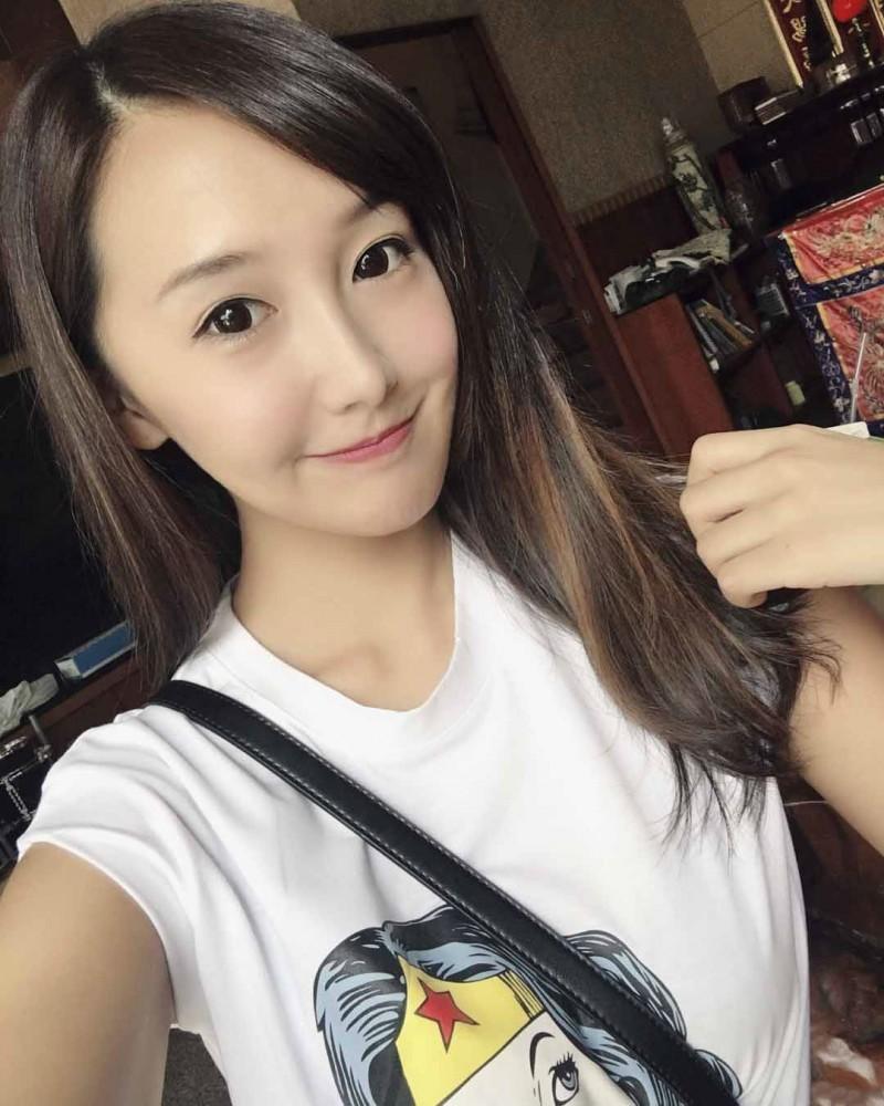 台湾甜美正妹Joyce乔乔 男友视角绑鞋带引骚动