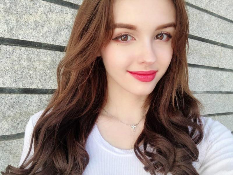 乌兹别克甜美正妹Karimova Elina 歌神翻唱流行歌曲吸粉数十万