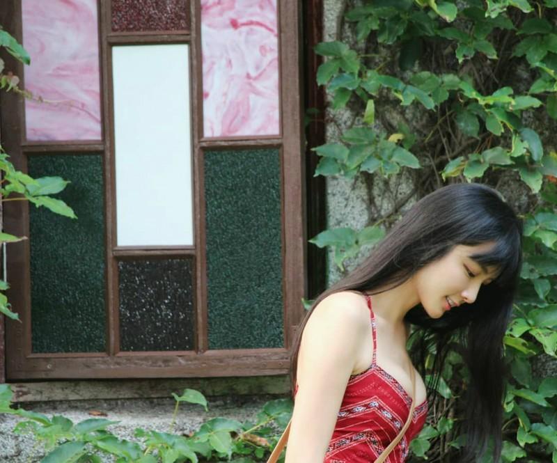 甜美辣妹林巧子 前空姐晒旅游比基尼辣照