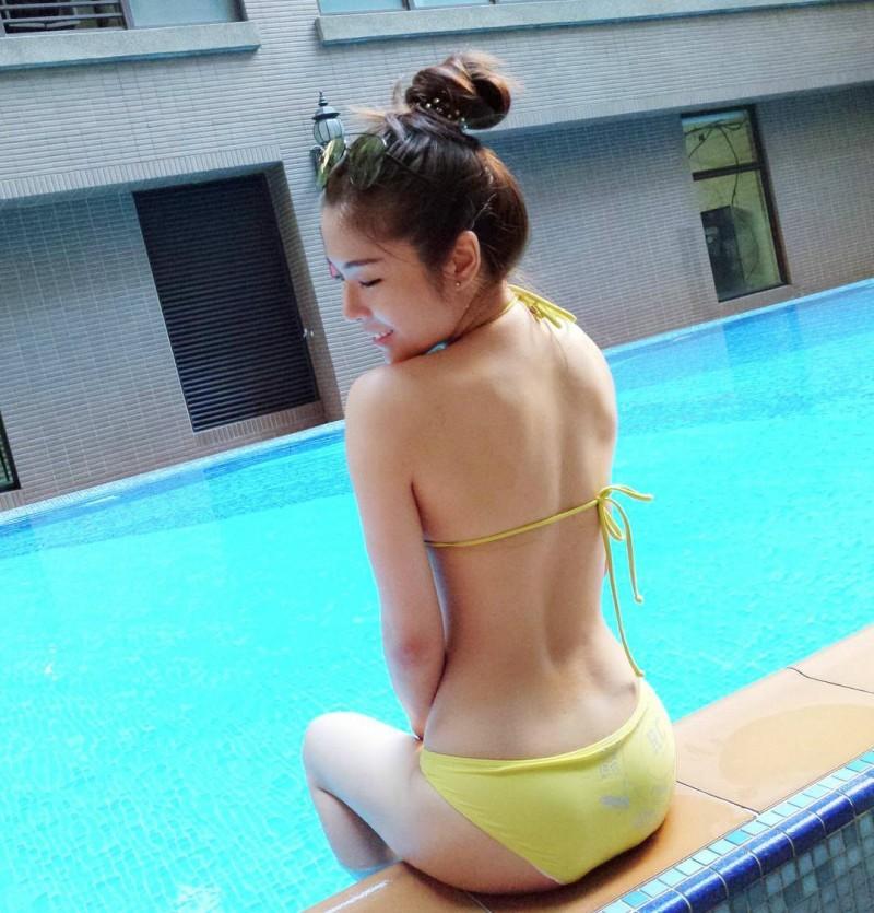 台湾性感正妹Nica 比基尼秀美背令人流鼻血