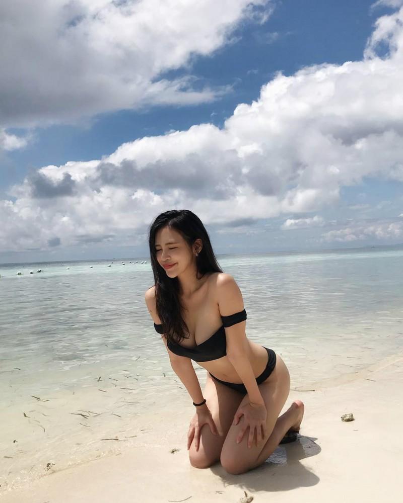 长荣正妹空姐Jessica Liu 脱下潜水服美乳深沟令人血脉喷张
