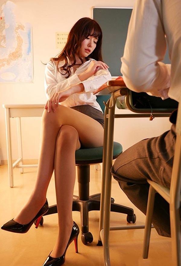 SSNI-497: 神之美腿!AV影后桥本有菜最新番号,淫荡女教师用脚帮你足交噜管!