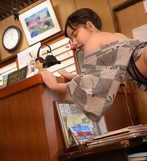 GENM-043 :老板娘深田咏美潜入客人房间勾引客人疯狂做爱!