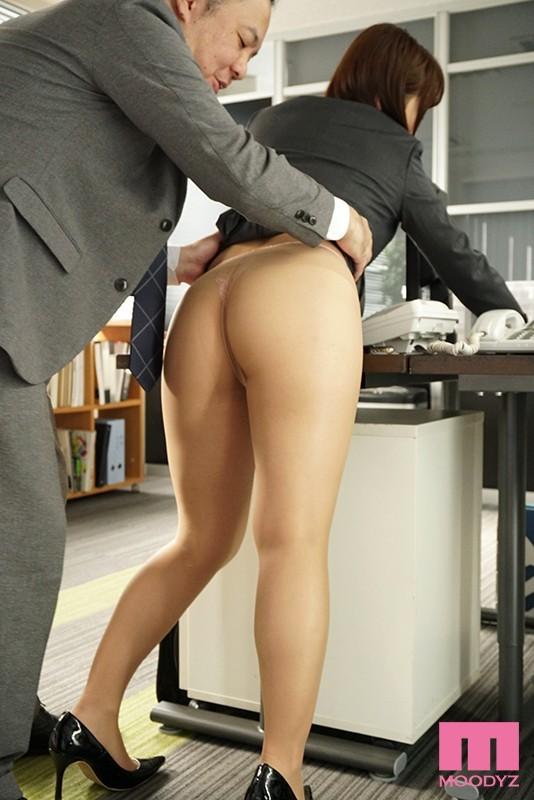MIAA-043: 在办公室撕爆八乃翼的丝袜,粗暴的插进!