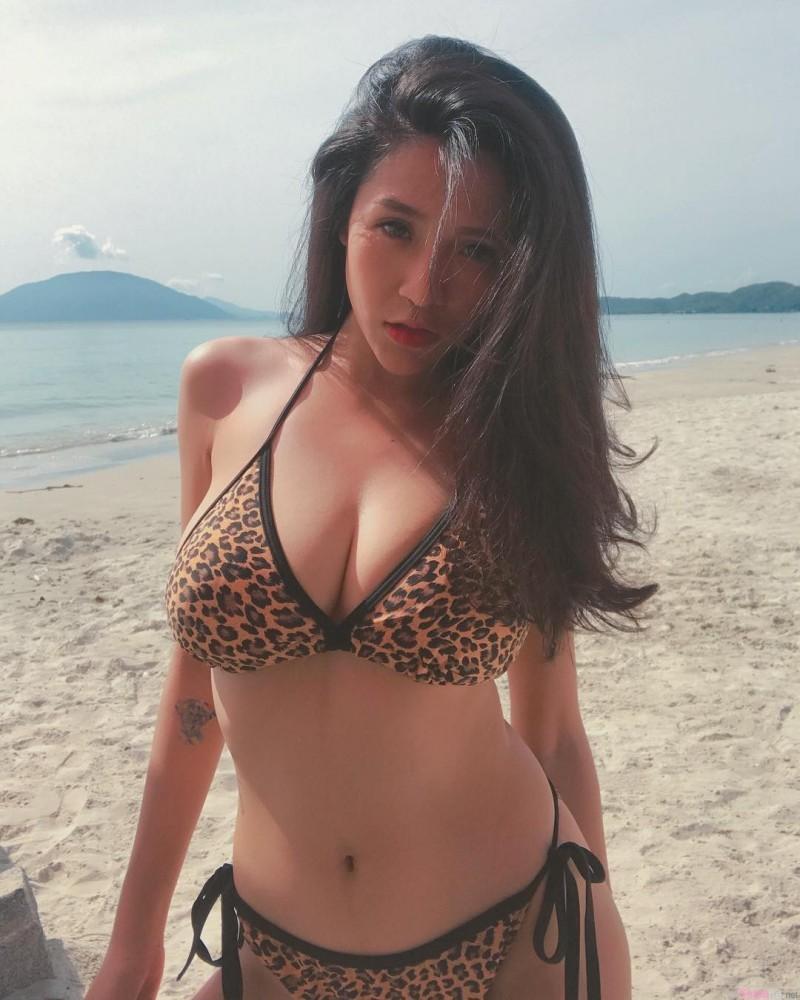 越南正妹Vien Vibi 闺蜜互玩游戏被揉奶