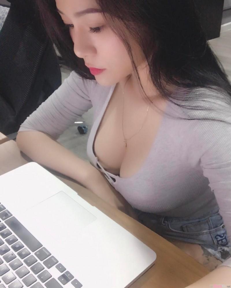 越南正妹NiBi 不科学乳量惊人令男人暴动