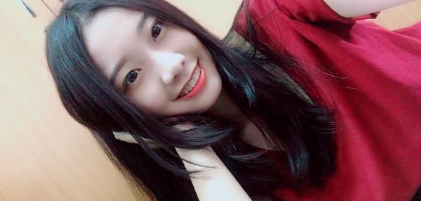 小清新学生妹黄昱洁 甜美笑容治愈人心