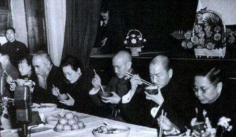 蒋介石每天都吃些什么?他的厨师说:有什么吃什么!