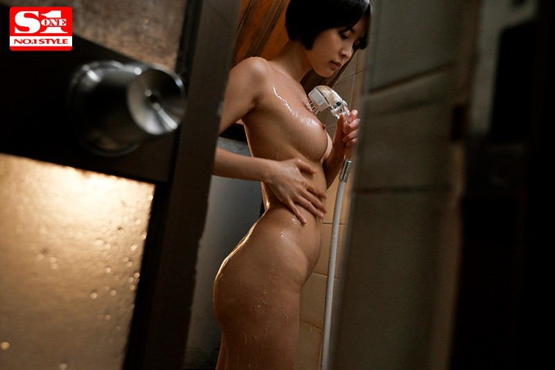 SSNI-866:若隐若现的胸罩实在是太诱人,让他顿时失去了理性,就这样衝上前硬扒下她的内裤插入!
