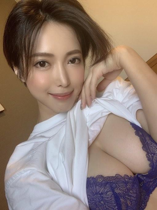 短发御姐君岛美绪野外性感露出!