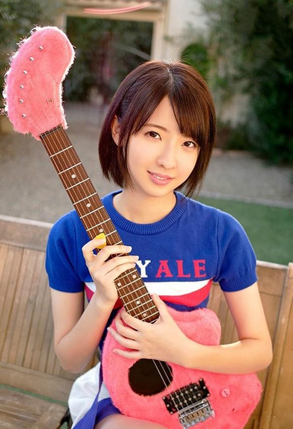 MIFD-062: 短发吉他女神冈本真忧在床上敏感湿到不行!