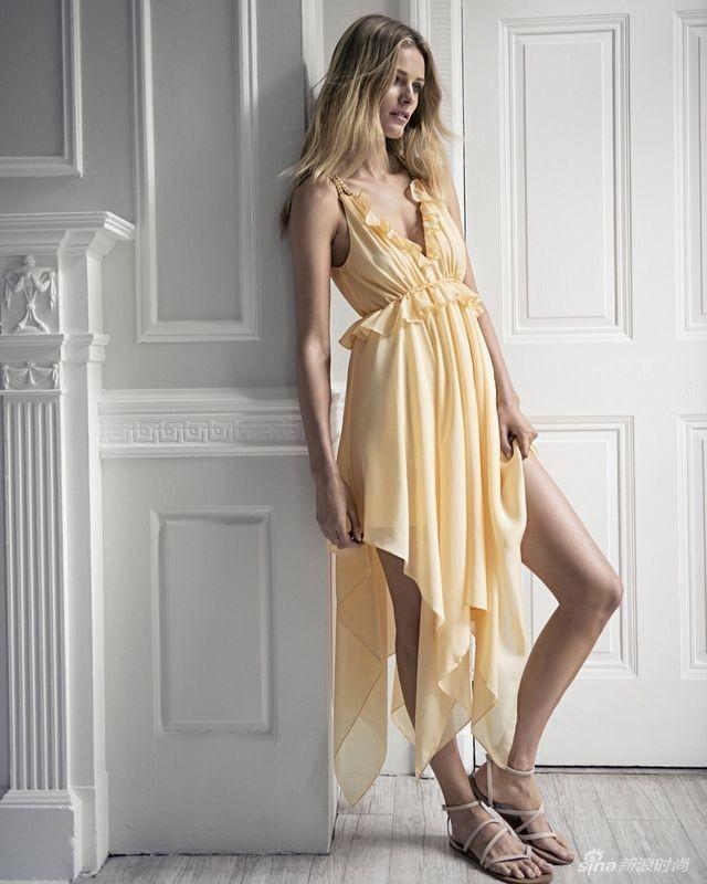 东欧超模艾迪塔时尚大片 纤瘦性感深V秀春光