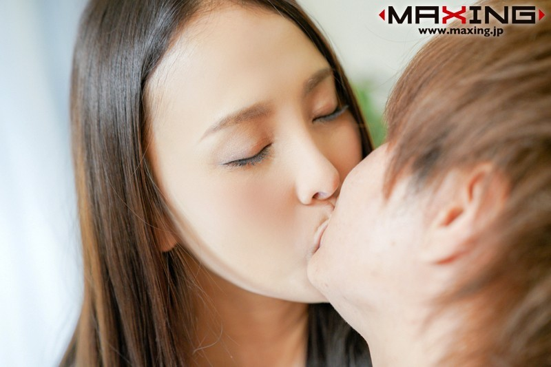 MXGS-1068:G杯巨乳小姐姐黑宫咏美性欲爆发在床上讨干!