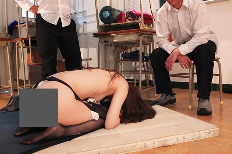 IPX-374:学生们轮流玩弄女教师明里つむぎ的身体!