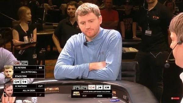 德州扑克河牌两张盖帽,他却用一对10跟三条街的打法没毛病