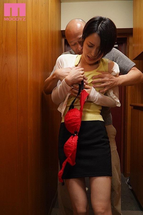 MIAA-321 :欲求不满人妻君岛みお情趣内衣掉到楼下邻居大叔阳台…