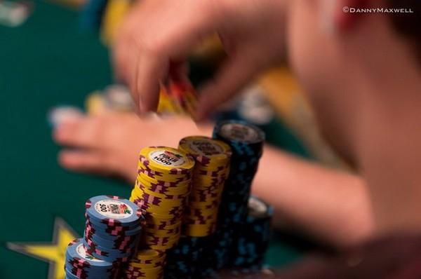 德州扑克了解自己范围的底端,然后决定是否诈唬