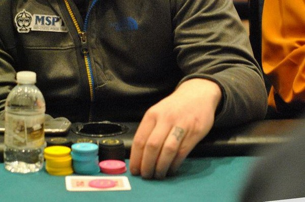 德州扑克应对小筹码玩家的全压